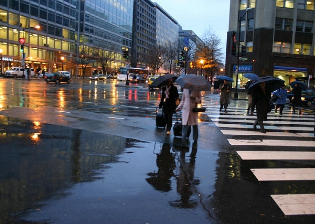 Urban Crowds And Traffic Noise On A Rainy Day Audio Atmosphere